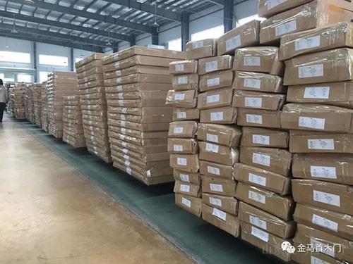 老挝太阳纸业木门包装待发-山东实木门生产厂家金马首