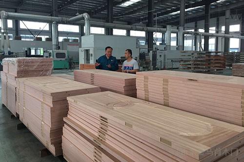 淄博原山集团产品生产过程中-金马首木门
