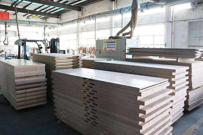 项目用木质防火门生产过程中