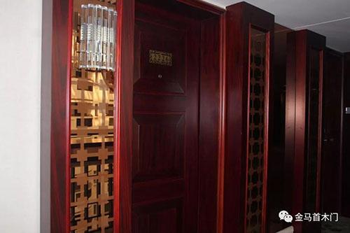山东酒店木门生产厂家金马首-木门与墙板的无缝结合