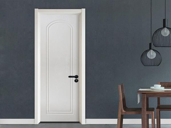 白色实木复合无漆木门安装实景图